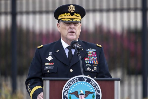 Altos cargos del Pentágono en cuarentena tras positivo por COVID-19 de un subcomandante