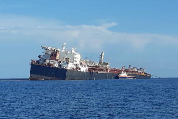 Buque Nabarima está en posición vertical pero transferencia crudo presenta riesgos