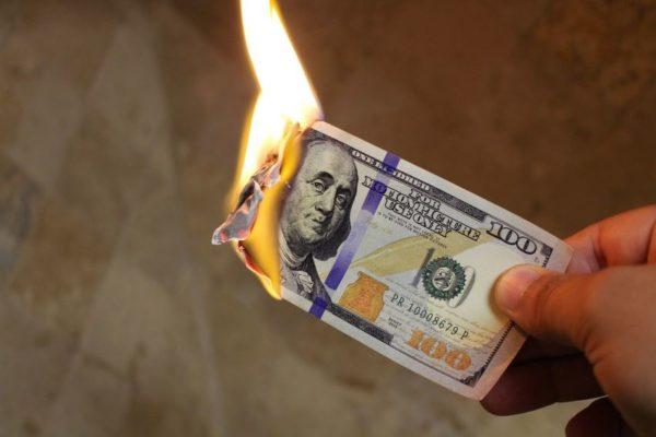 Pronostican ´estrepitosa´ caída del dólar en 2021