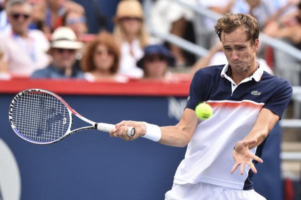 Medvedev se corona en el Masters ATP al ganar a Thiem en tres sets