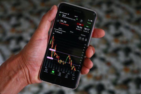 Solo el Nasdaq salvó el día en Wall Street en un mercado bajista