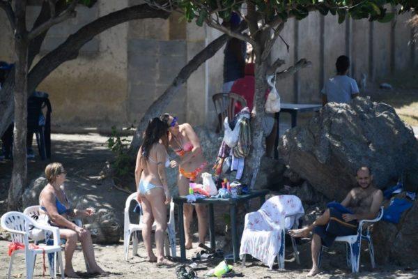 La economía informal apenas sobrevive con reapertura de las playas
