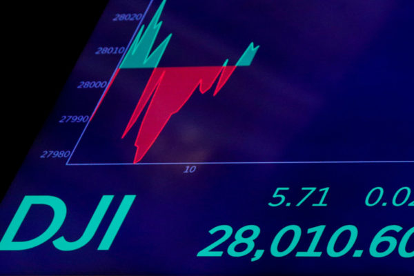 El Dow Jones logra otro récord intradía y acaricia los 30.000 puntos