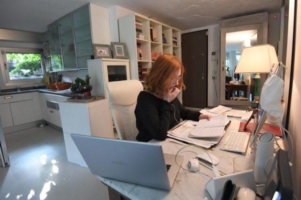 OIT advierte que la pandemia ha desdibujado la frontera entre el trabajo y la vida privada