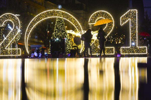 'El mundo teme un mañana difícil': COVID-19 obliga a celebrar Año Nuevo de manera virtual y en casa