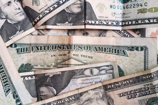 Dólar en mercado paralelo retrocede 0,51% y cierra esta semana en Bs.1.792.532,14