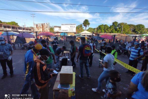 En imágenes: Venezolanos participan en la consulta popular impulsada por Guaidó