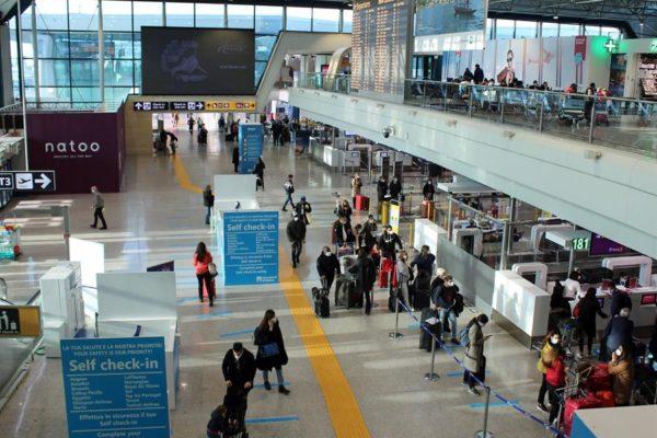 Italia, Países Bajos y Bélgica prohíben vuelos con Reino Unido: «Debemos proteger»