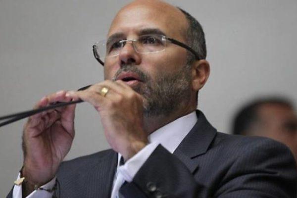 La descarga del diputado Jorge Millán al Gobierno por las colas para la gasolina