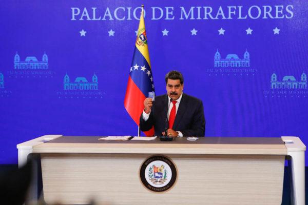 Maduro advierte que el dólar no es ni será la moneda oficial en Venezuela