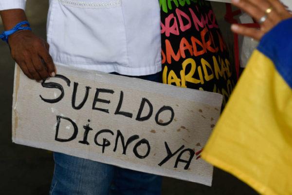 En pandemia e hiperinflación: Al menos 500.000 funcionarios han dimitido por bajos salarios