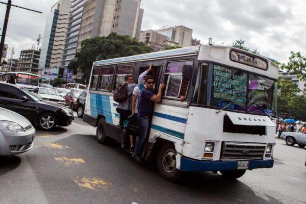 Denuncian que el sector transporte está en paro técnico por la escasez de gasolina