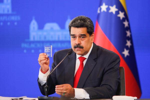 «Hay algunos banqueros que están saboteando el desarrollo del 100% de la economía digital», denunció Maduro