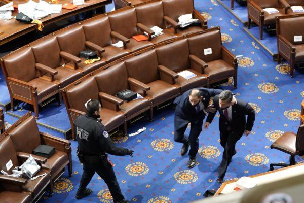 Suspenden debate tras irrupción de partidarios de Trump en Senado de EE.UU