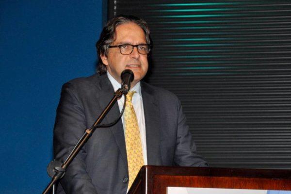 'No vamos a claudicar': Carlos Fernández dice que 'no podemos satanizar' la negociación