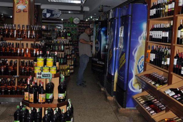 Venta de especies alcohólicas ha caído en 35%, informó CIVEA