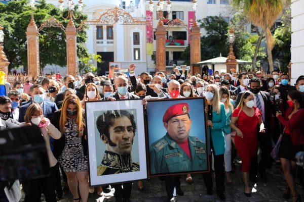 Maduro manifesta disposición de trabajar con la nueva AN para la 'recuperación económica'