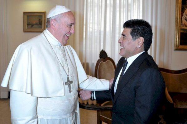 El papa Francisco afirmó que Maradona fue un poeta en la cancha