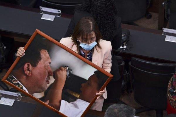 Chavismo retoma control del Parlamento con promesa de 'exorcizar' era Guaidó