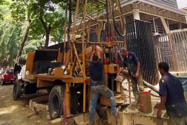 Cuestan entre US$18.000 y US$30.000: Caracas se llena de pozos en busca del agua cada vez más escasa