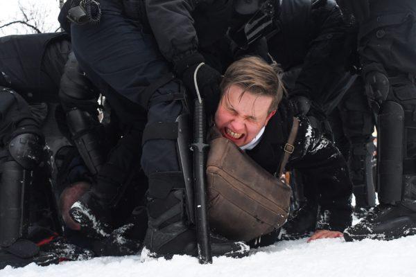 La policía rusa detiene a más de 3.000 personas en manifestaciones pro-Navalni