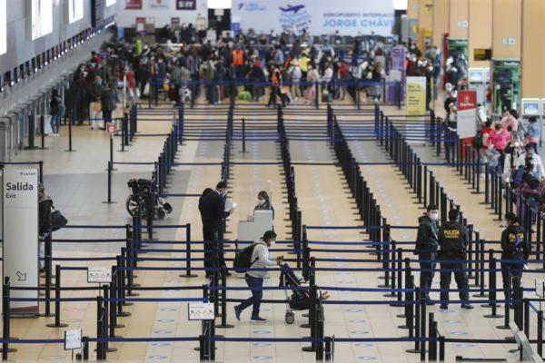 Perú impone cuarentena obligatoria de catorce días a viajeros