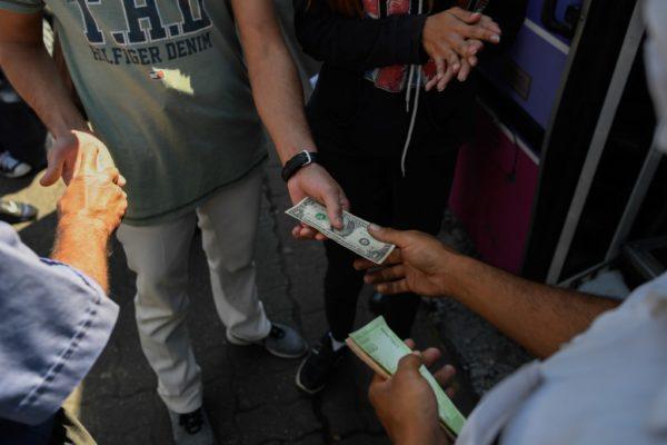 Autobuses en Venezuela, «casas de cambio» sobre ruedas ante la falta de efectivo