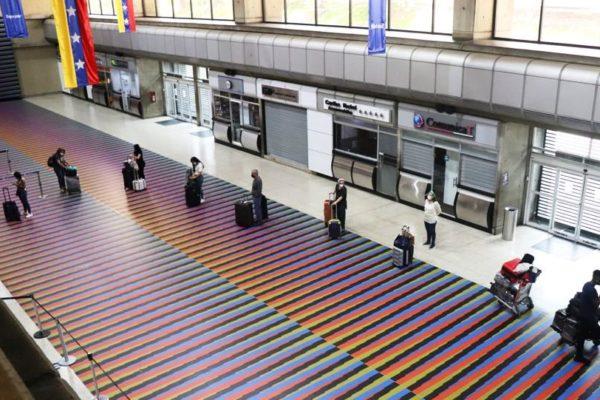 Retornan al país 205 venezolanos desde Perú en vuelo especial de Conviasa