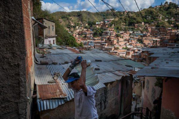 'Por tubería es imposible tener': Caracas, la ciudad sin agua corriente