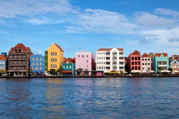 Negocian reapertura de transporte aéreo y marítimo con Aruba, Curazao y Bonaire