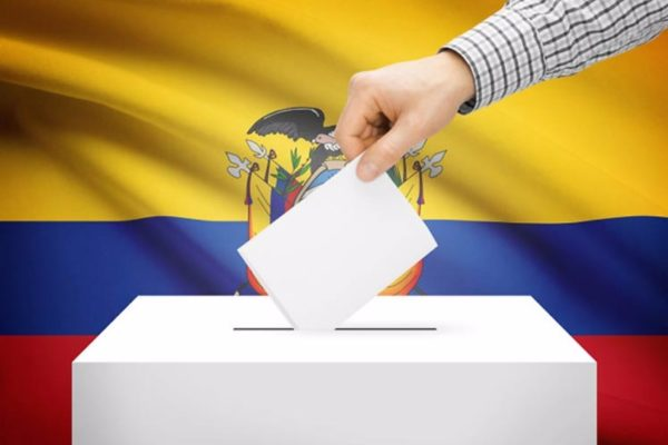 Gobierno de Maduro dispone autobuses para mover votantes ecuatorianos