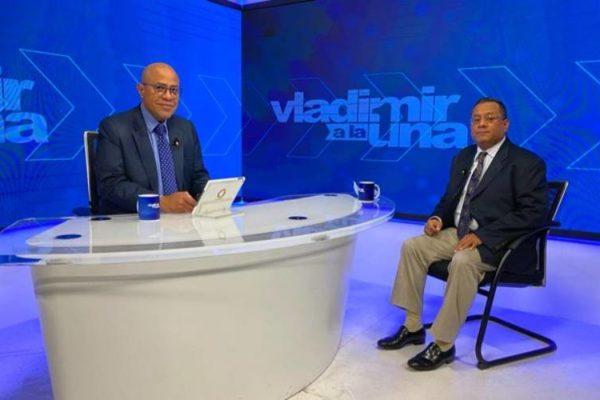 Ronderos: Hay que hacer un acuerdo político para que el salario sirva para autosostenerse