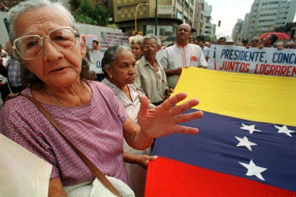 Jubilados y pensionados venezolanos en España denuncian el impago de sus pensiones