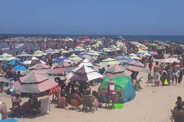 Completamente copadas: Así lucieron las playas del litoral central durante Carnaval