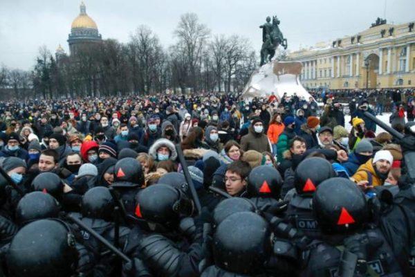 Internacionalista Cardozo sobre protestas: Rusia trató de evitar 'mostrarse represivo para esquivar sanciones'
