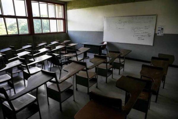'Con US$3 no podemos vivir': Educadores exigen aumento salarial o 'no habrá regreso a clases'