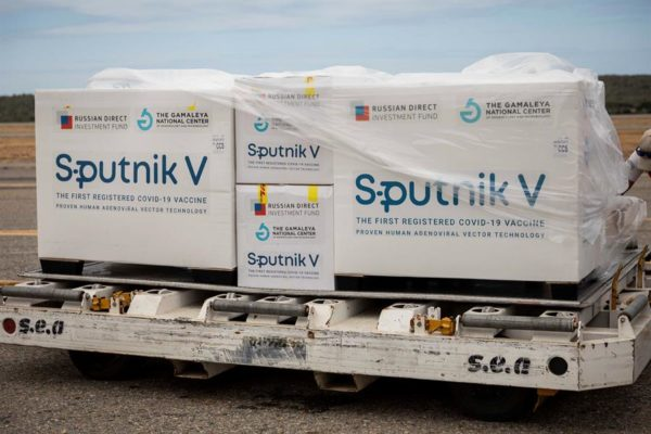 Llegaron 100 mil vacunas Sputnik V: Serán priorizados personal de salud y ciudadanos vulnerables