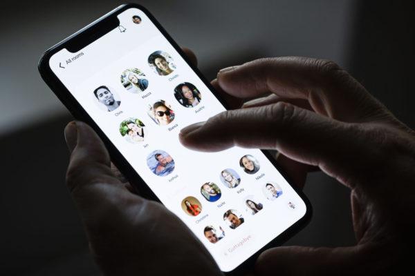 Clubhouse, la aplicación para tener una charla íntima con mil personas
