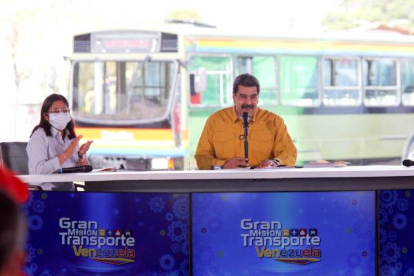 'Vivimos azotados por la miseria': Rechazan aumento de precios de servicios públicos anunciado por Maduro