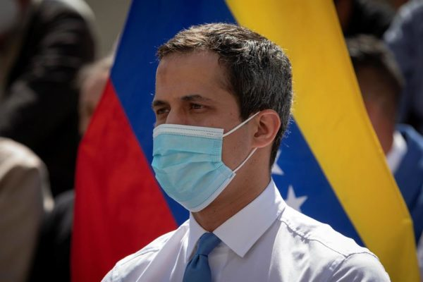 Guaidó anuncia acuerdo de liberación de fondos para vacunas contra COVID-19 del mecanismo COVAX