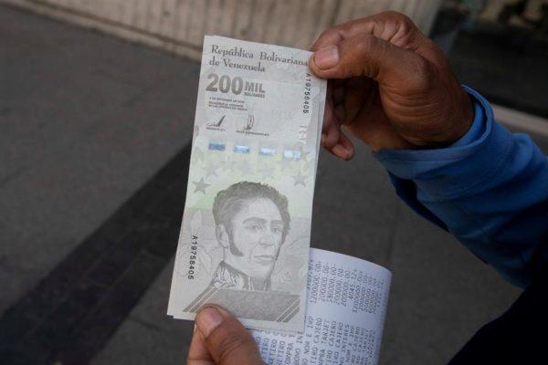 Solo el 5% es en efectivo  La mayoría de las transacciones en bolívares se realizan en moneda digital