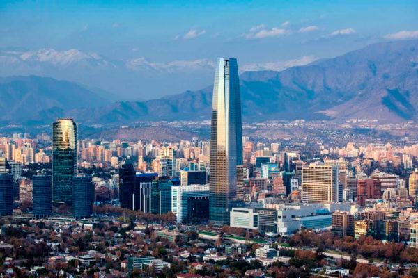 Economía de Chile cayó 3,1% interanual en enero por servicios y producción