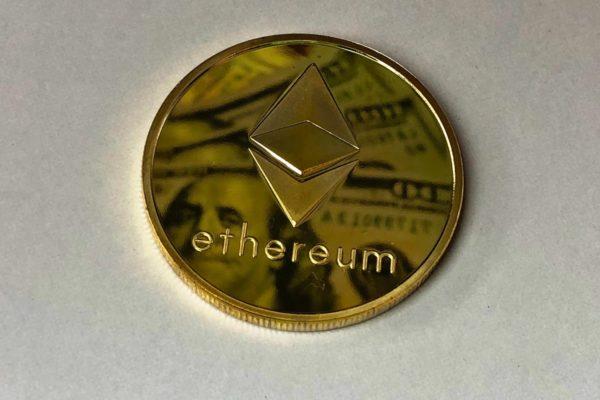 El ether marca un nuevo récord y roza los US$2.200
