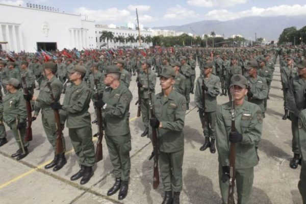Maduro a Duque: Colombia quiere 'robar buena parte del sistema de armas' de la Fanb