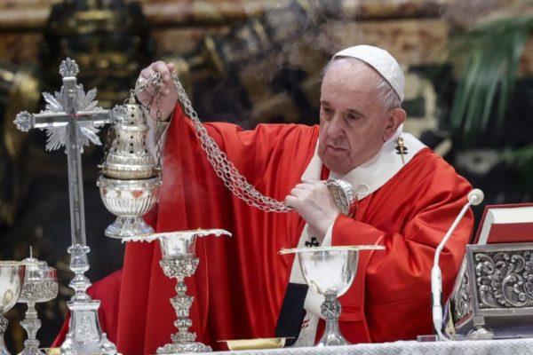 Papa Francisco celebra Domingo de Ramos con pocos fieles