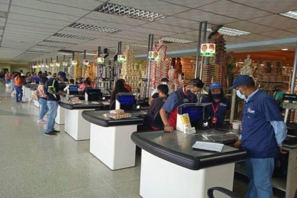 Sundde obligó a comercios a vender productos con precios controlados a casi 40.000 familias