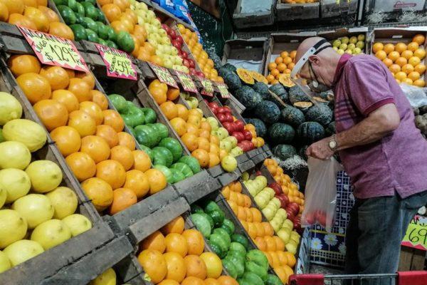 Precariedad en dólares o bolívares: Canasta alimentaria familiar costó Bs.1.127 millones o US$313 en julio
