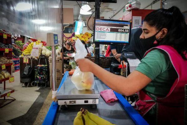 Afirman que «hay una fractura» en la cadena alimentaria: En 2020, se produjo 300 kilos de alimentos por persona