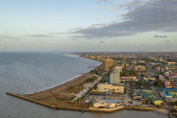 Grandes corporaciones petroleras mudan más operaciones a Guyana lo que puede calentar disputa por el Esequibo