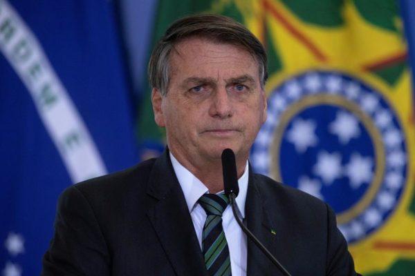 Bolsonaro dice que no sancionará ley que expropia tierras de esclavizadores